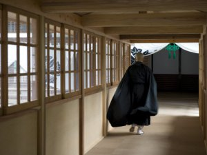monk-inside-eiheiji-temple-headquarters-of-the-soto-sect-of-zen-buddhism-fukui-japan